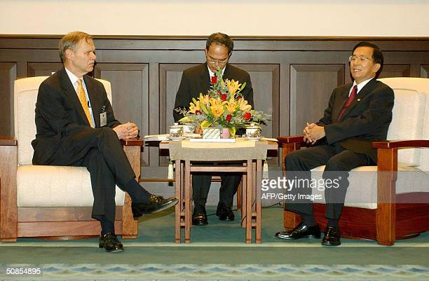 President Chen Shuibian meets Richard Bush former chairman of the American Institute at the Presidential Building one day before Chen's inauguration...