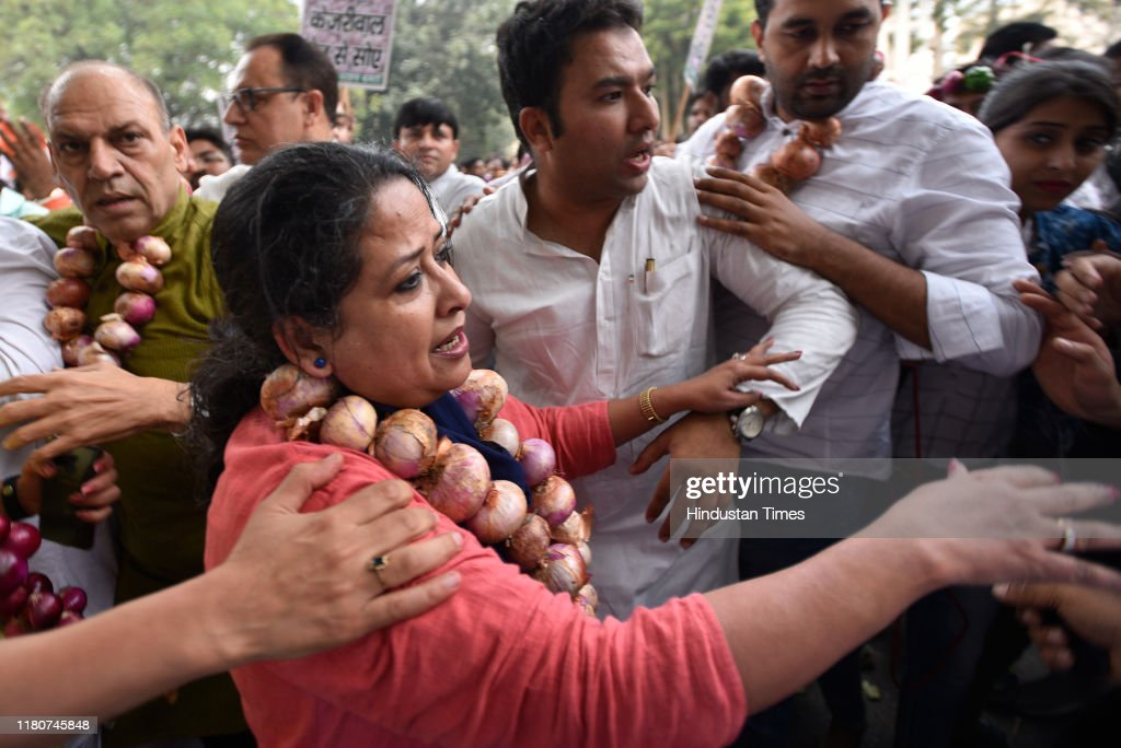 Delhi Congress Protest Against Rising Prices Of Onions : News Photo