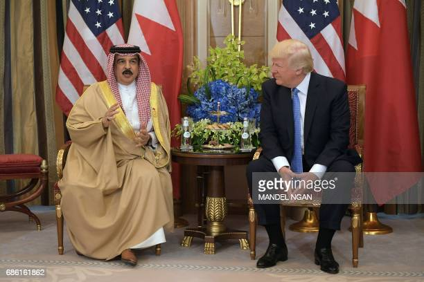 US President Donald Trump and Bahrain's King Hamad bin Isa Al Khalifa take part in a bilateral meeting at a hotel in Riyadh on May 21 2017 / AFP PHOTO