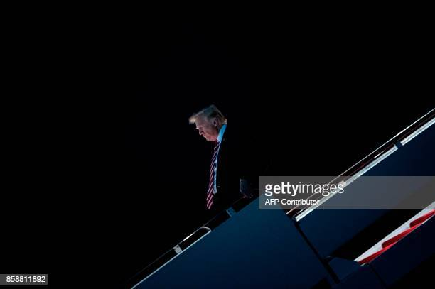 US President Donald Trump arrives at Andrews Air Force Base on October 7 in Maryland after visiting North Carolina / AFP PHOTO / Brendan Smialowski