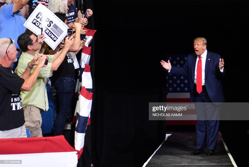 TOPSHOT-US-POLITICS-TRUMP-VOTE-2020 : News Photo