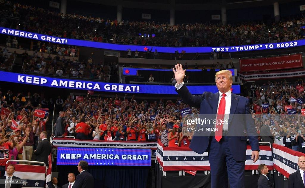 TOPSHOT-US-POLITICS-TRUMP-election : Photo d'actualité