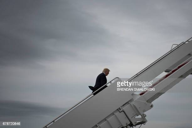 US President Donald Trump boards Air Force One at Andrews Air Force base on May 4 2017 Trump is heading to New York NY / AFP PHOTO / Brendan...