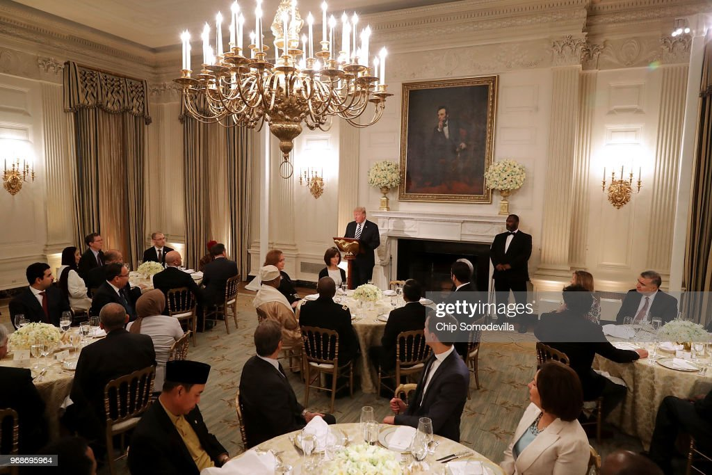 President Trump Hosts Iftar Dinner At White House : Nachrichtenfoto