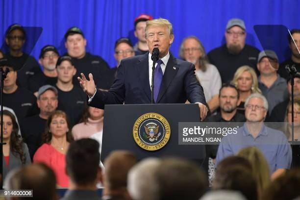 US President Donald Trump delivers remarks on tax reform at Sheffer Corporation in Blue Ash Ohio on February 5 2018 / AFP PHOTO / MANDEL NGAN / The...
