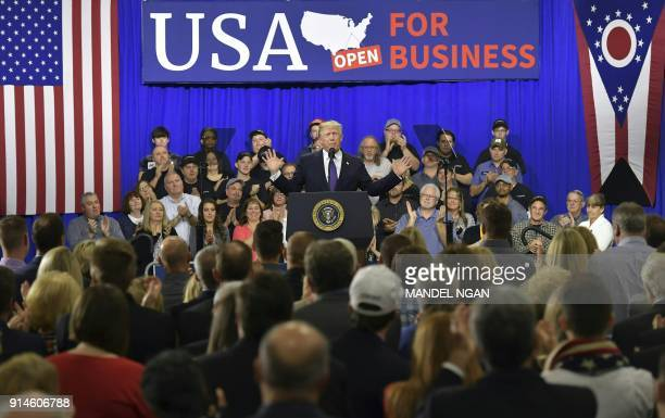 US President Donald Trump delivers remarks on tax reform at Sheffer Corporation in Blue Ash Ohio on February 5 2018 / AFP PHOTO / MANDEL NGAN