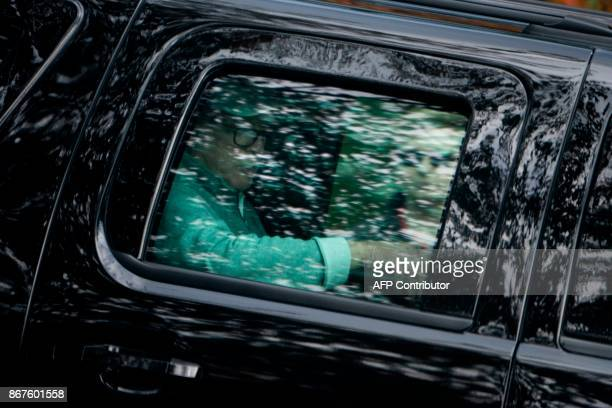 US President Donald Trump departs Trump National Golf Course October 28 2017 in Sterling Virginia / AFP PHOTO / Brendan Smialowski