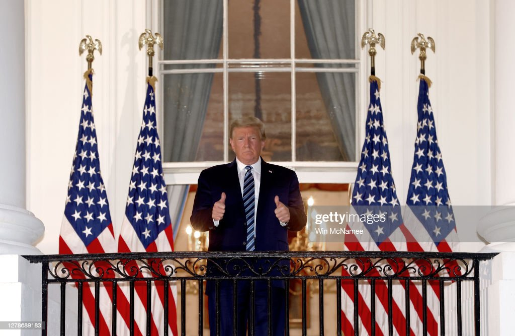 President Trump Arrives Back At White House After Stay At Walter Reed Medical Center For Covid : ニュース写真