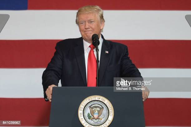 S President Donald Trump gives remarks during an appearance at the Loren Cook Company on August 30 2017 in Springfield Missouri President Trump gave...