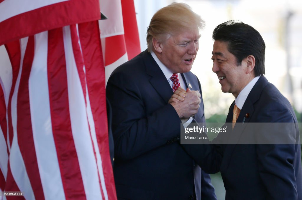 President Trump Holds Bilateral Meeting With Japanese PM Shinzo Abe : Foto jornalística