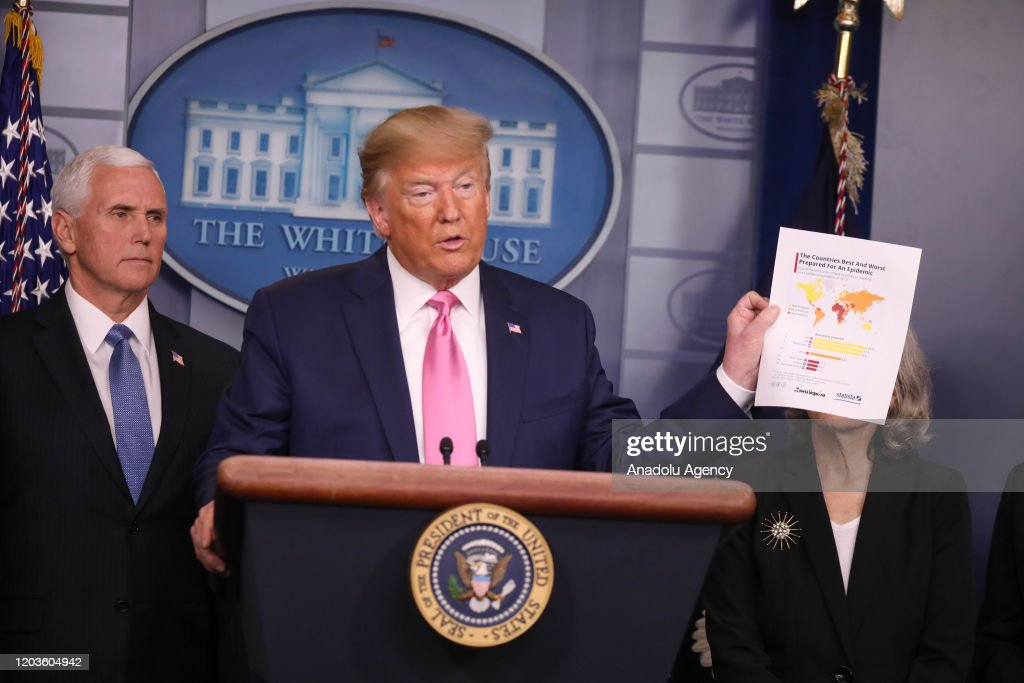 Trump says VP Mike Pence to lead coronavirus response : ニュース写真