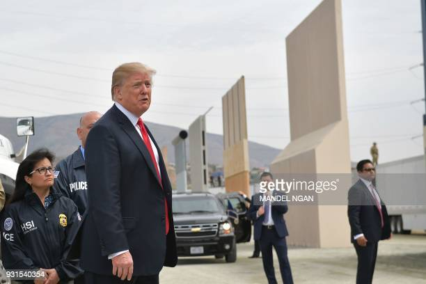US President Donald Trump inspects border wall prototypes in San Diego California on March 13 2018 / AFP PHOTO / MANDEL NGAN