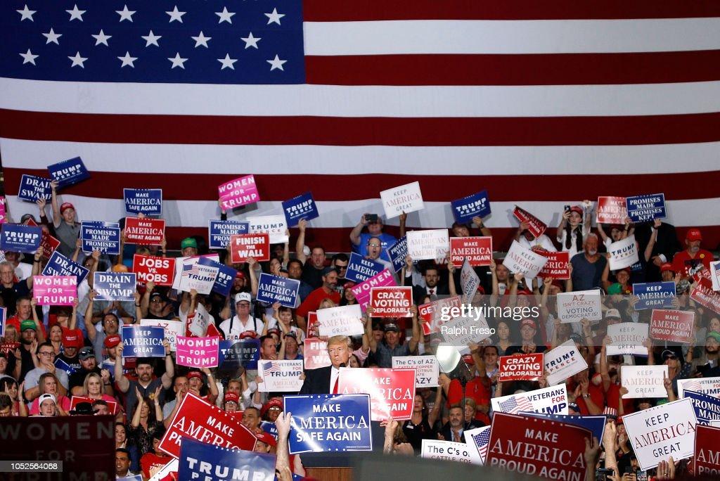President Trump Holds Rally In Mesa, Arizona : Foto jornalística