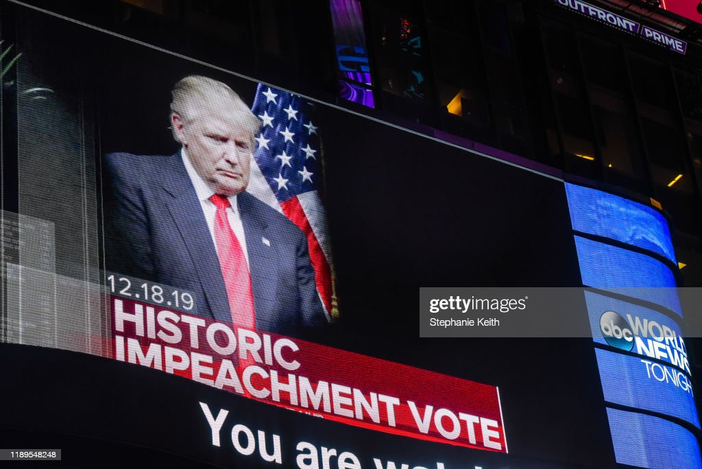 Americans Watch As The House Of Representatives Vote On Articles Of Impeachment Against President Donald Trump : Nieuwsfoto's