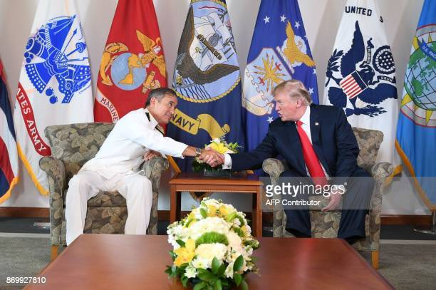 US President Donald Trump meets with Admiral Harry B Harris Jr Commander US Pacific Command in Aiea Hawaii on November 3 2017 / AFP PHOTO / JIM WATSON