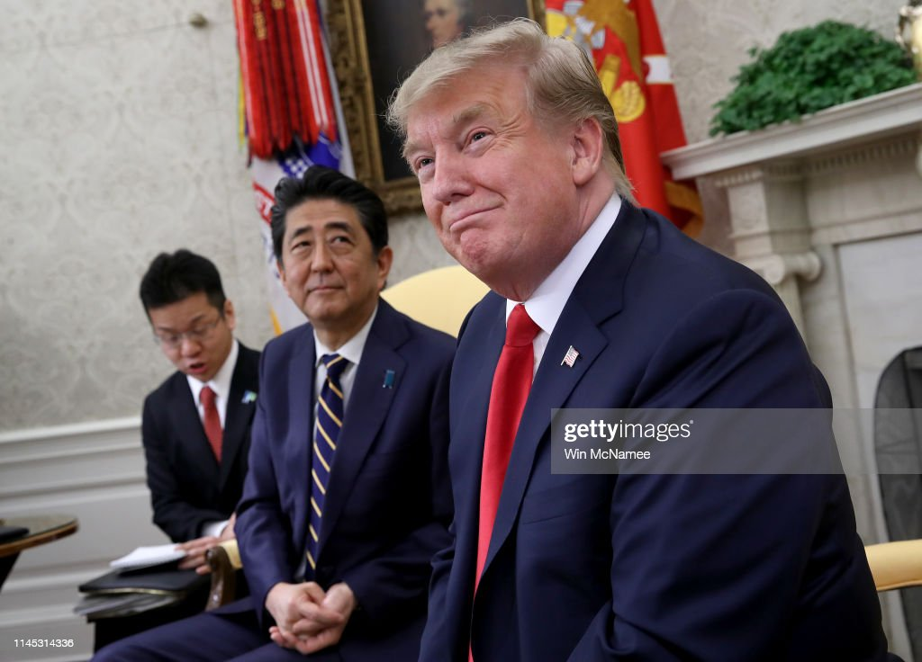 President Donald Trump Welcomes Japanese Prime Minister Shinzo Abe To The White House : ニュース写真