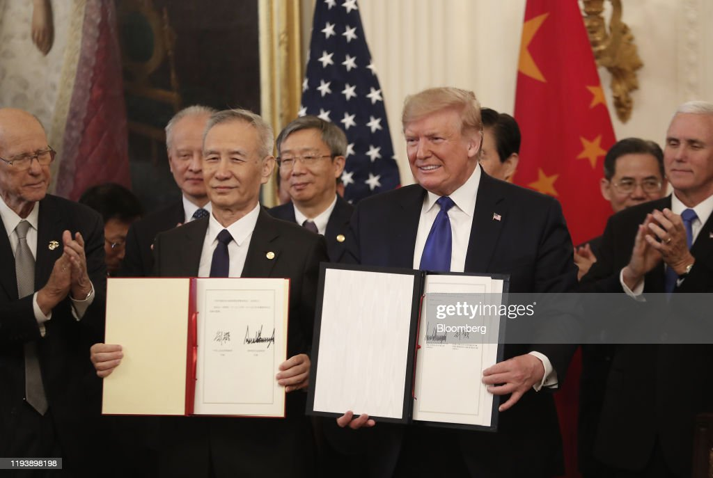 President Trump Holds Signing Ceremony Of Trade Agreement Between U.S. And China Phase One : ニュース写真