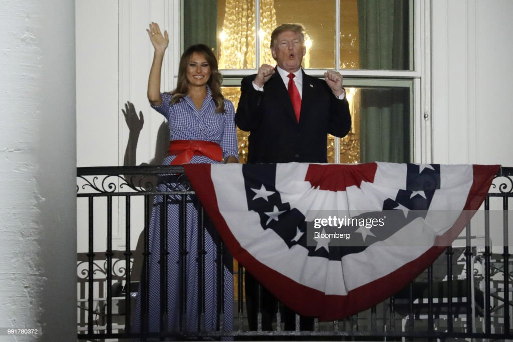 President Trump And First Lady Melania Watch July 4th Fireworks Display : Fotografía de noticias