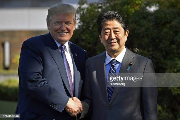 US President Donald Trump shakes hands with Shinzo Abe Japan's prime minister while posing for photographs at Kasumigaseki Country Club in Kawagoe...