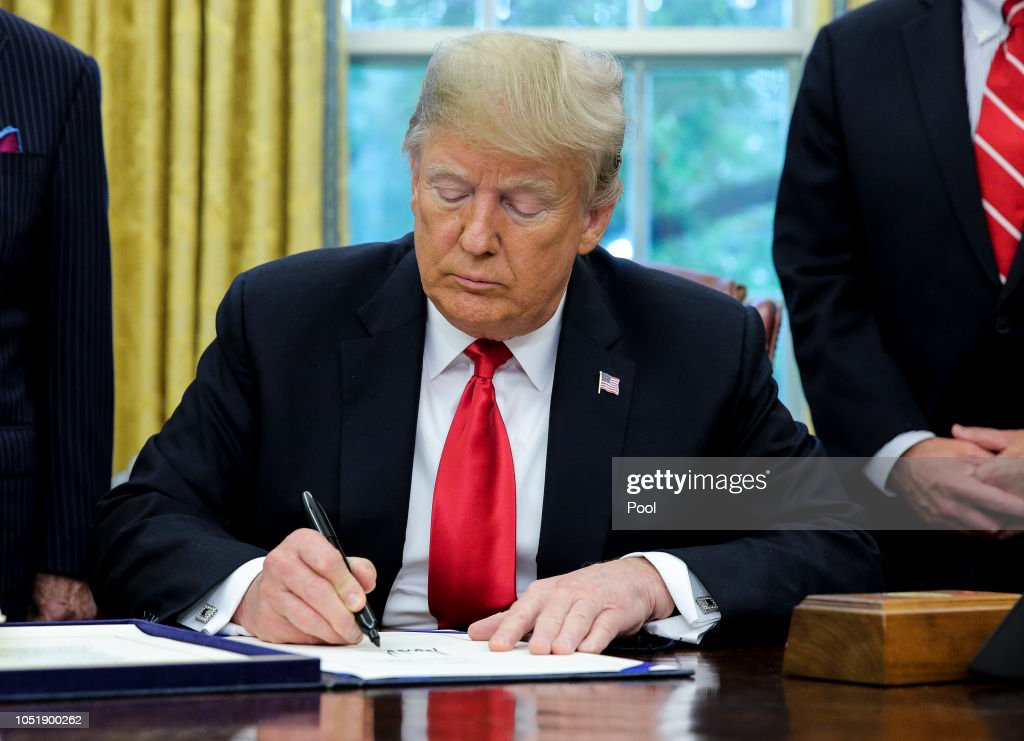 President Trump signs the 'Save Our Seas Act of 2018' : News Photo