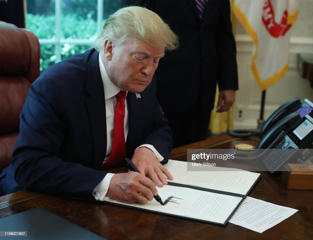 President Trump Signs Executive Order For New Sanctions On Iran : News Photo
