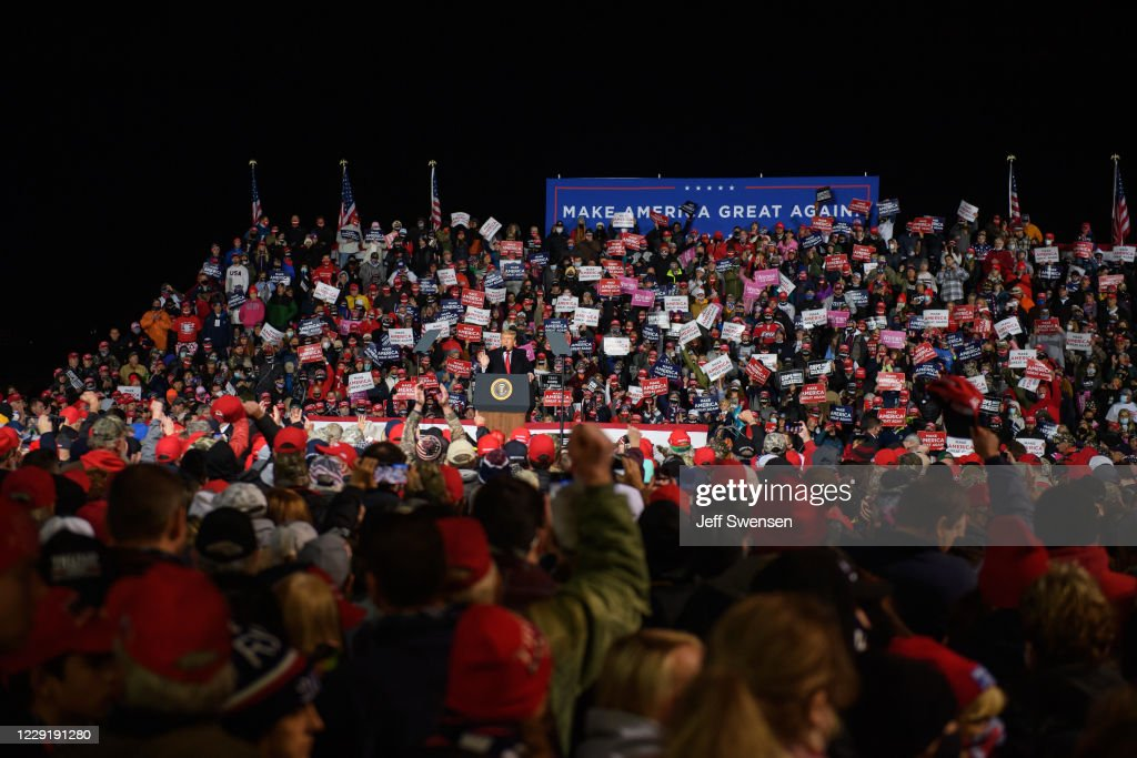 Donald Trump Holds MAGA Rally Ahead Of Election In Erie, PA : ニュース写真