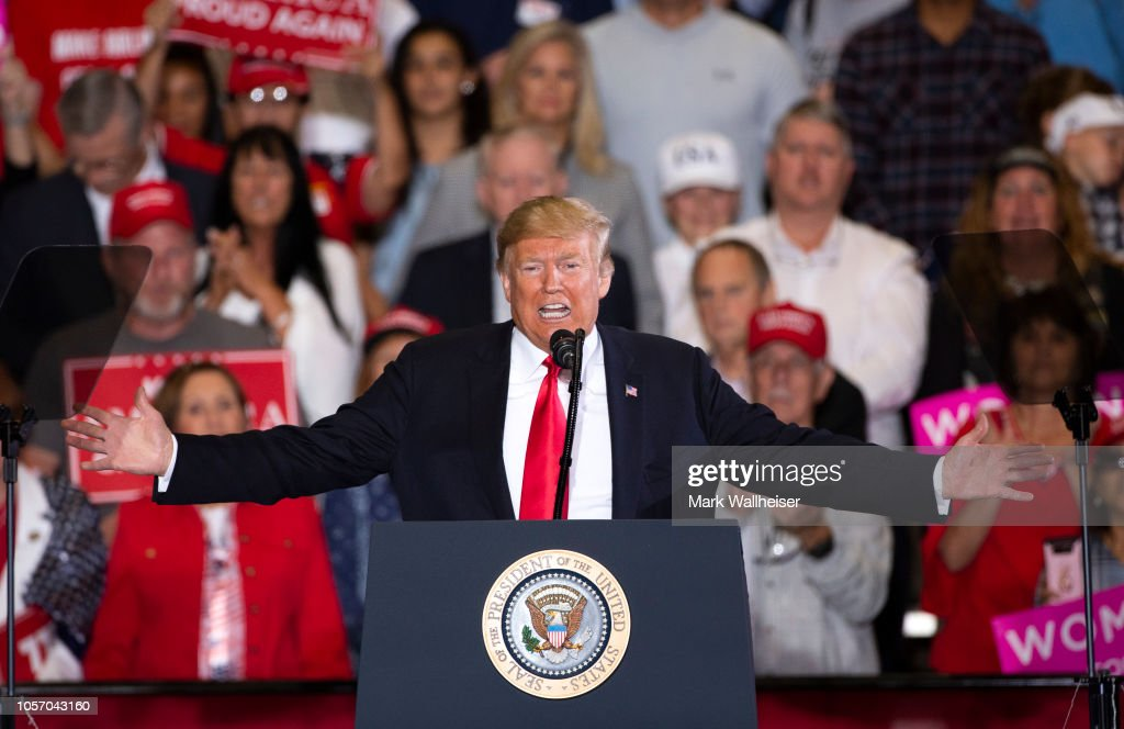 President Trump Holds Campaign Rally In Pensacola, Florida : Nieuwsfoto's