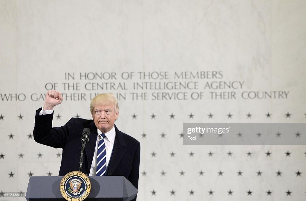 President Trump Speaks At CIA Headquarters : Nachrichtenfoto