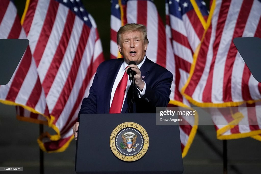 President Trump Campaigns For Re-Election In Virginia : News Photo