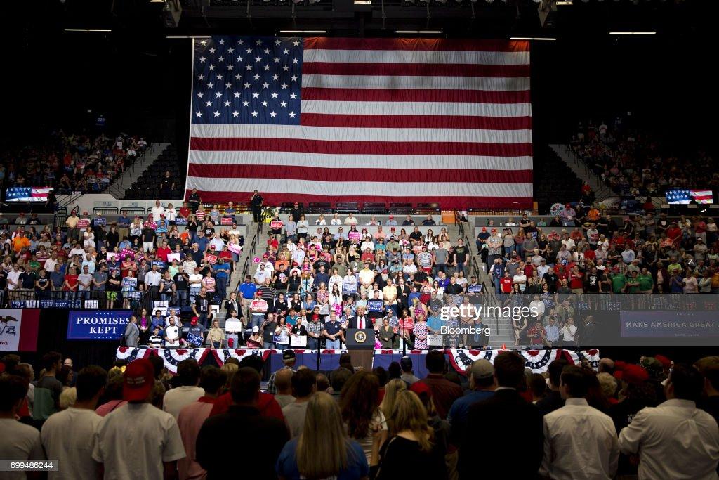 President Trump Holds 'Make America Great Again' Rally In Iowa : News Photo