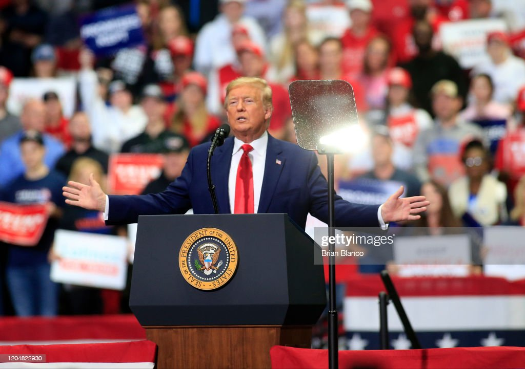 Donald Trump Holds Pre-Super Tuesday Campaign Rally In Charlotte, NC : Foto di attualità