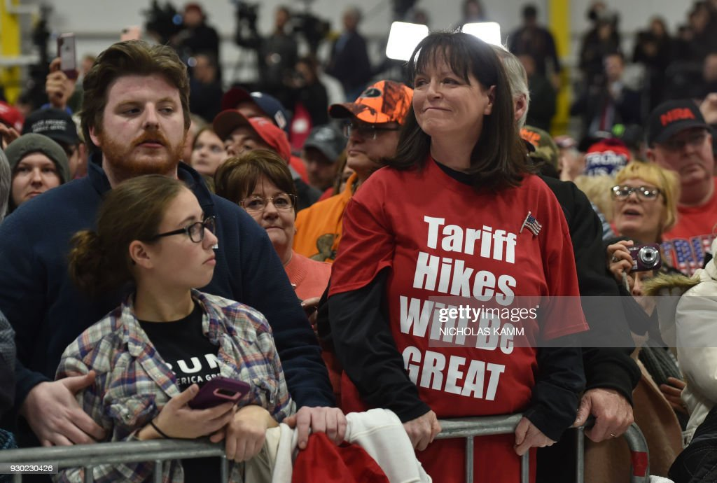 US President Donald Trump supporters attends the Make America Great Again Rally on March 10, 2018 in Moon Township, Pennsylvania. President Trump travelled to Pennsylvania to speak at a ' Make America Great Again ' rally on behalf of Republican candidate Rick Saccone. / AFP PHOTO / Nicholas Kamm