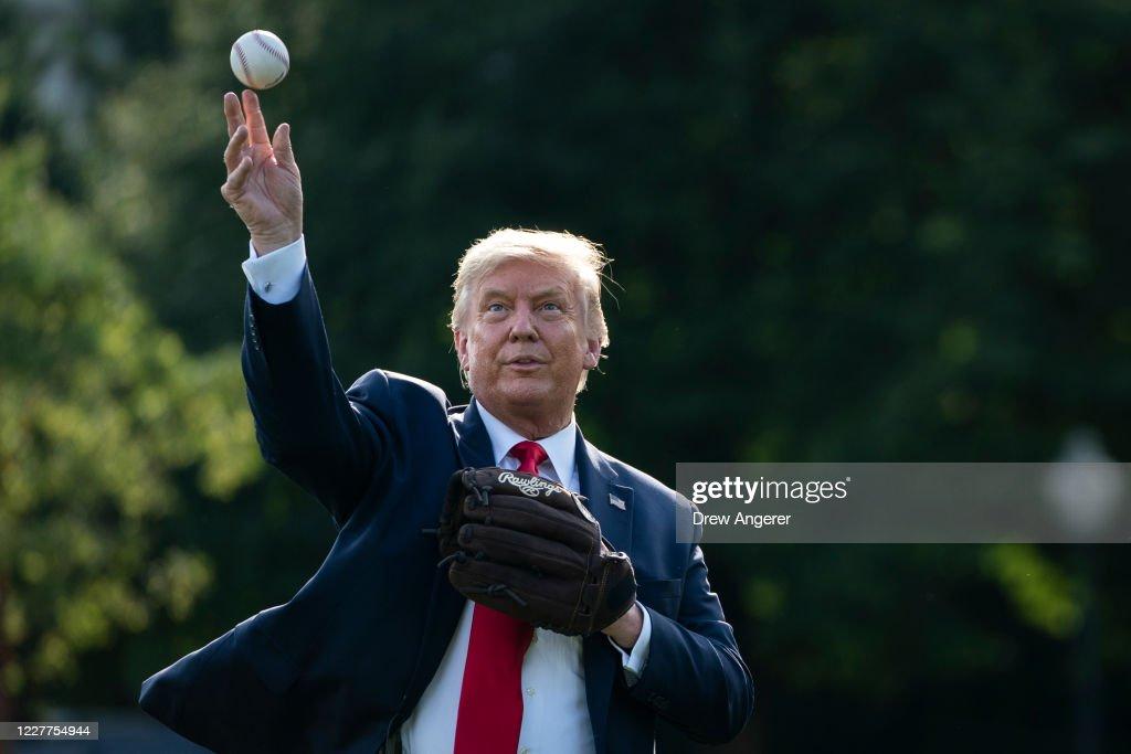 President Trump Marks Major League Baseball's Opening Day : Nieuwsfoto's