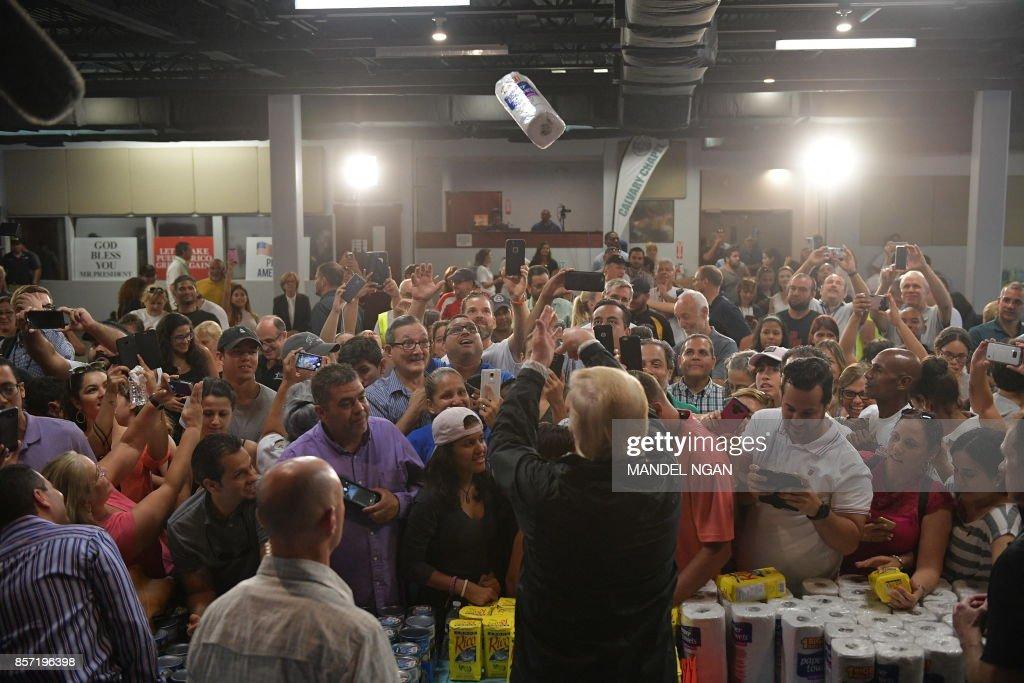 TOPSHOT-WEATHER-US-HURRICANE-PUERTORICO-POLITICS-TRUMP : News Photo