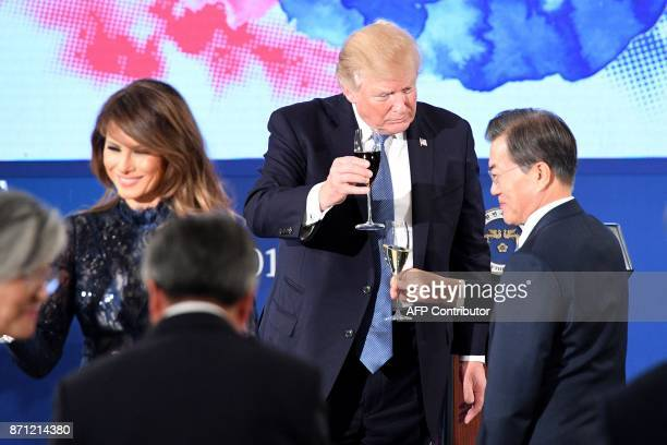 US President Donald Trump toasts South Korea's President Moon JaeIn near US First Lady Melania Trump during a state dinner at the presidential Blue...
