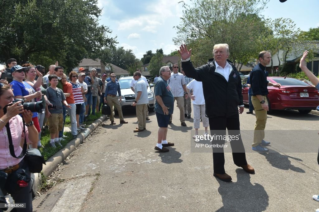 US President Donald Trump visit a neighborhood in Houston while touring areas affected by Hurricane Harvey on September 2, 2017. / AFP PHOTO / Nicholas Kamm