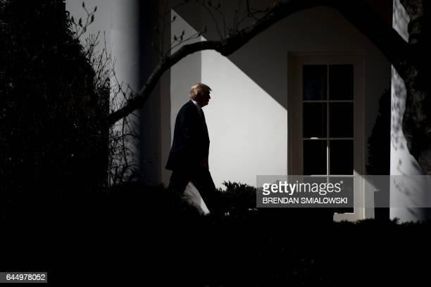 President Donald Trump walks from Marine One to the White House February 24 2017 in Washington DC / AFP / Brendan Smialowski