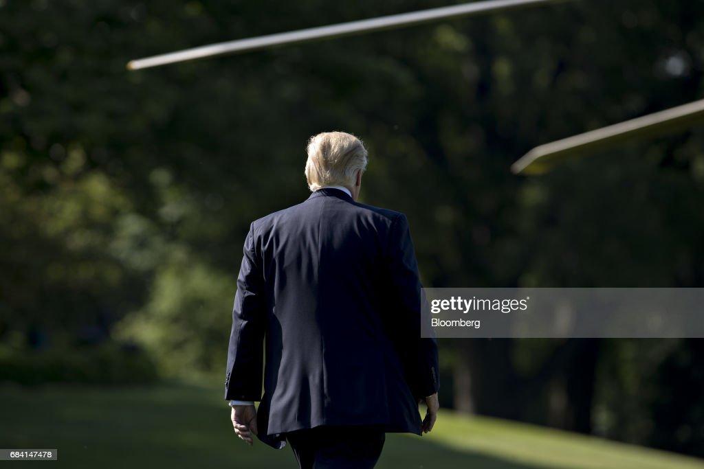 President Trump Departs White House To Travel To Groton, Connecticut : Foto di attualità