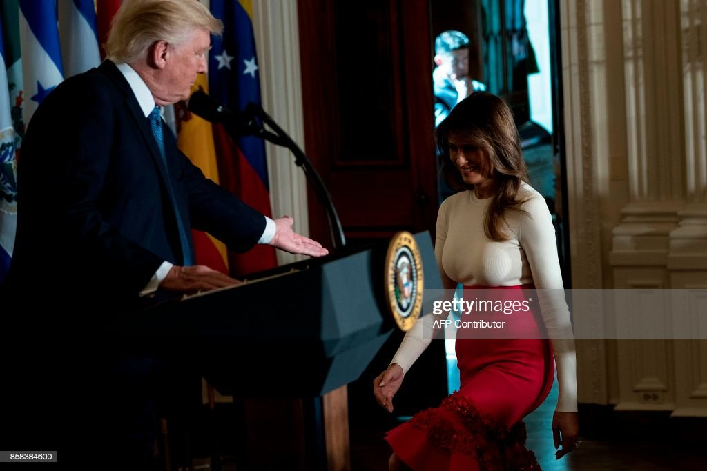 US President Donald Trump watches as US First Lady Melania Trump walks to the stage during a Hispanic Heritage Month event in the East Room of the White House October 6, 2017 in Washington, DC. President Trump invited over 200 Hispanic business, community, and faith leaders, and guests from across the country to join in the celebration of Hispanic Heritage Month. / AFP PHOTO / Brendan Smialowski