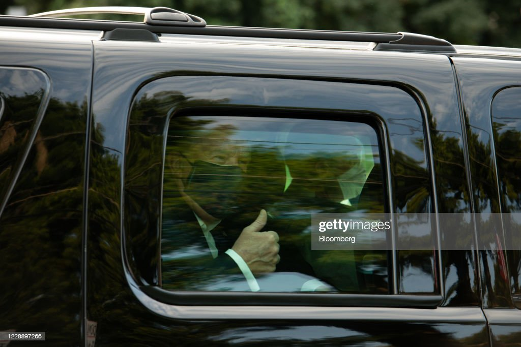 Supporters Of President Trump Outside Walter Reed Medical Center : ニュース写真