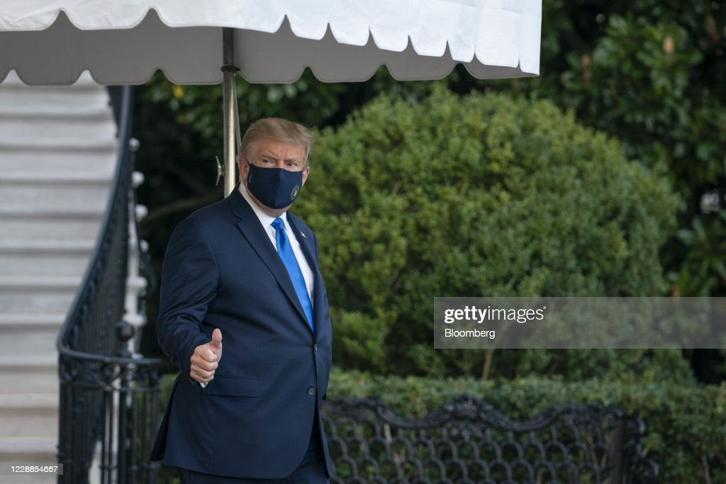 Trump To Spend A Few Days In Hospital On Doctor Recommendations : ニュース写真