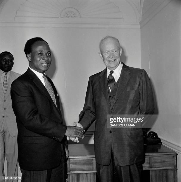 President Dwight David Eisenhower shakes hands with Kwame Nkrumah in New York on september 1960.