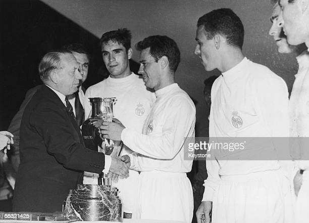 UEFA president Ebbe Schwartz presents the European Cup to Jos Mara Zarraga captain of Real Madrid after the Spanish team beat Eintracht Frankfurt 73...