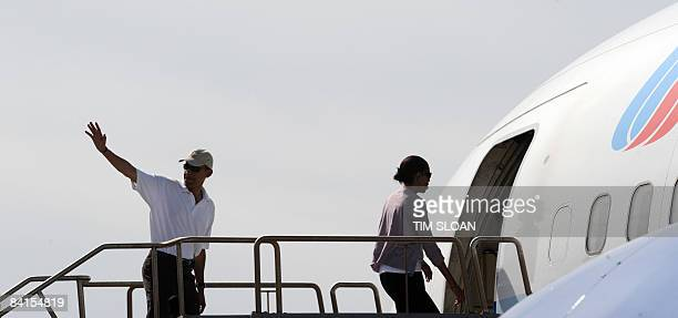 US President Elect Barack Obama with his wife Michelle boards a charter flight home to Chicago after his 12 day family vacation January 01 2009 at...