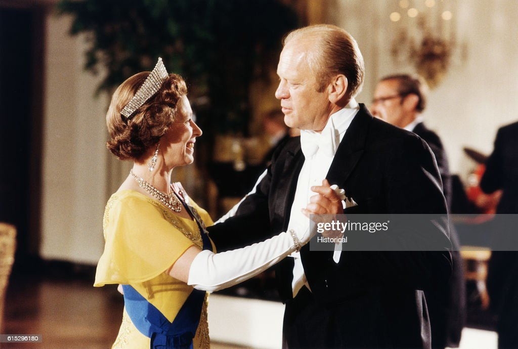 President Ford Dancing With Queen Elizabeth : News Photo