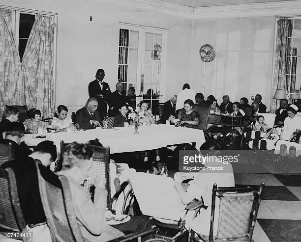 President Franklin Roosevelt Dinning With Invalids Of The Warm Springs Foundation In Georgie On March 1937