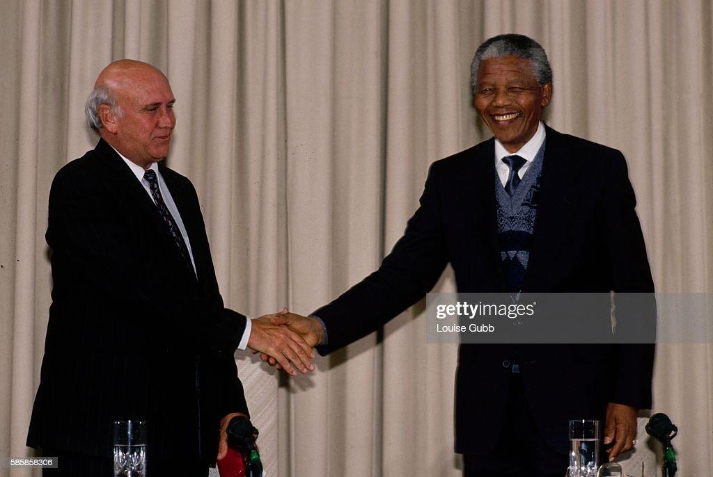 Nelson Mandela and F.W. de Klerk at Official Talks : News Photo