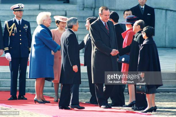 US President George Bush and his wife Barbara are introduced royal family members and Prime Minister Kiichi Miyazawa by Emperor Akihito and Empress...