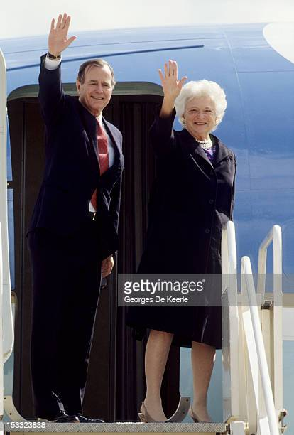 US President George Bush Sr and his wife Barbara leave London after the meeting with British Prime Minister Margaret Thatcher on June 2 1989