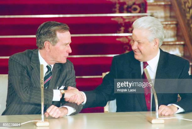 President George Bush's official visit to Russia. Signing of the START II agreement with Russian President Boris Yeltsin in Vladimir Hall at the...